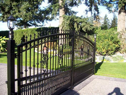 Beautiful castings used in this aluminum driveway gate